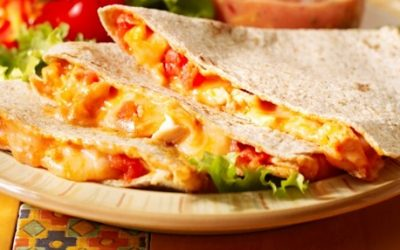 Quesadilla de jamón serrano y york, queso, tomate y albahaca