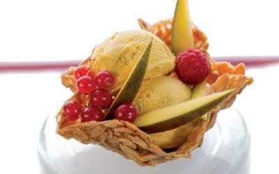 Tartaleta de almendra con helado de mango