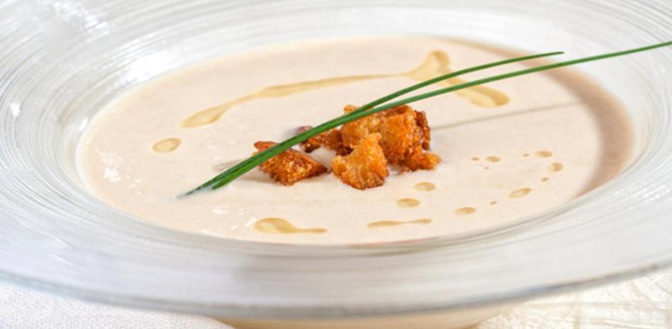 Sopa fría de almendras: Ajoblanco