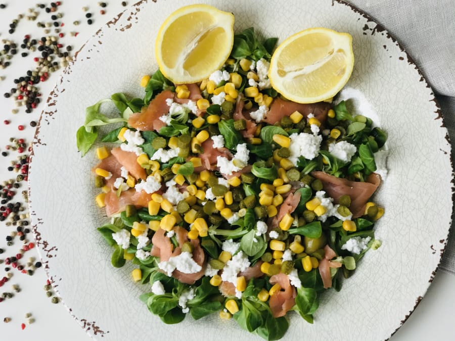 Ensalada de queso fresco y salmón