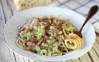 Espaguetis con salsa de aguacate